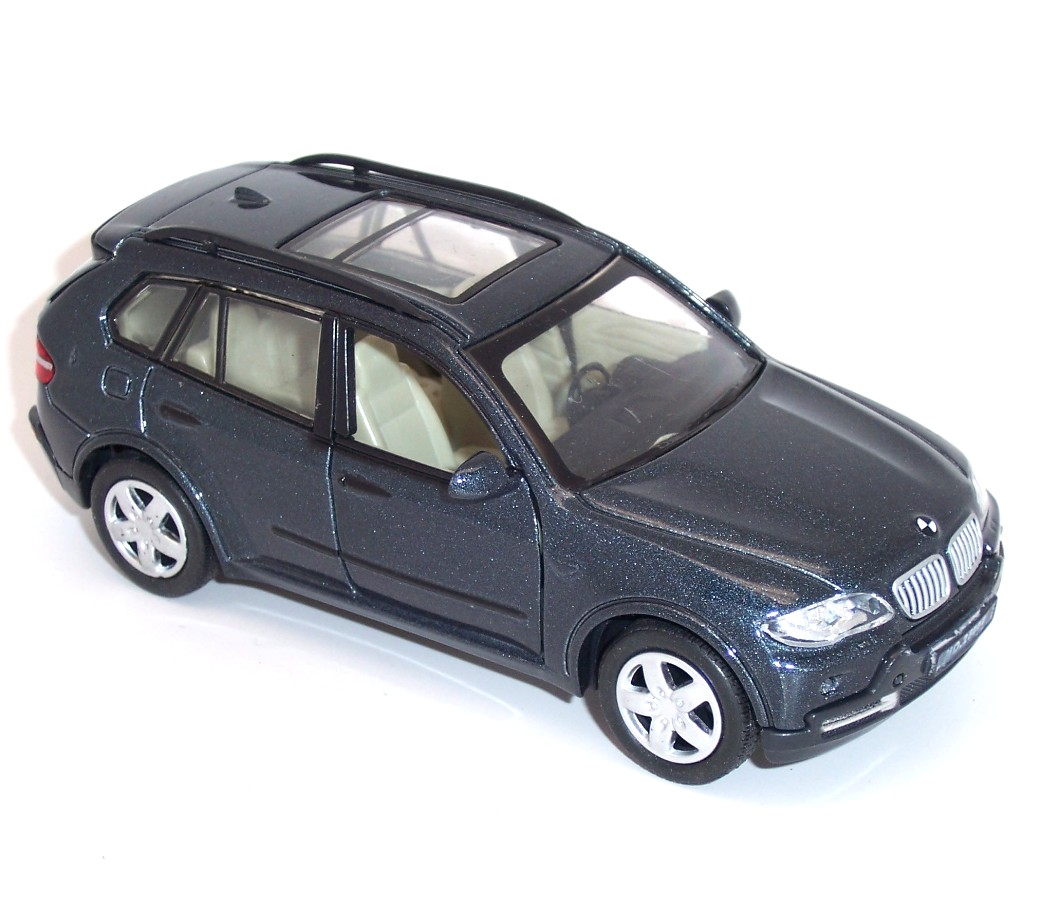 1:32 BMW Assorted Color Diecast Model Car DC-25005C